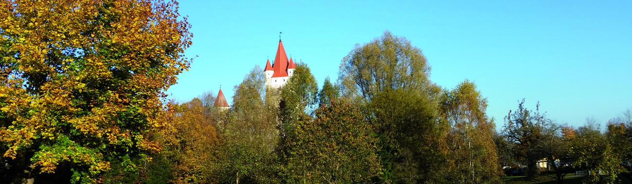 Burg im Herbst, Foto: Schöll