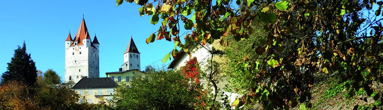 Blick auf die Burganlage im Herbst, Foto: Schöll