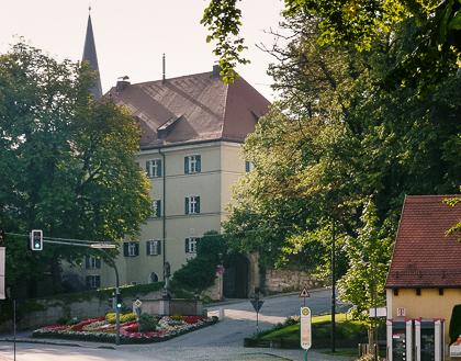 Rathaus - Blick von Haupstraße, Foto: Günster